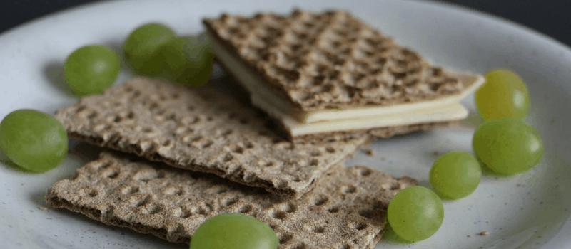 Recept voor koolhydraatarme crackers? Probeer eensgezonde amandelcrackers!