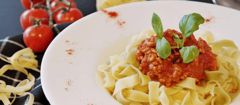 Recept voor koolhydraatarme pasta tagliatelle met rode kool enPecorino? Heerlijk Vegetarisch smullen!