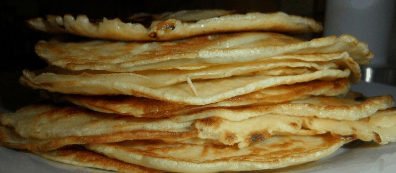 Vegetarische lunch met hartige bloemkool pannenkoekjes