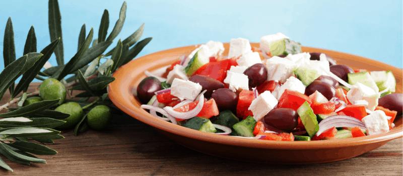 Koolhydraatarme Griekse salade met uien
