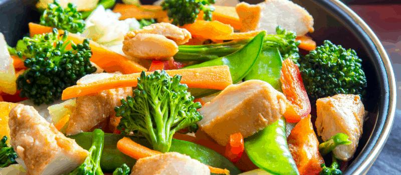 Pittige kip en broccoli uit de wok