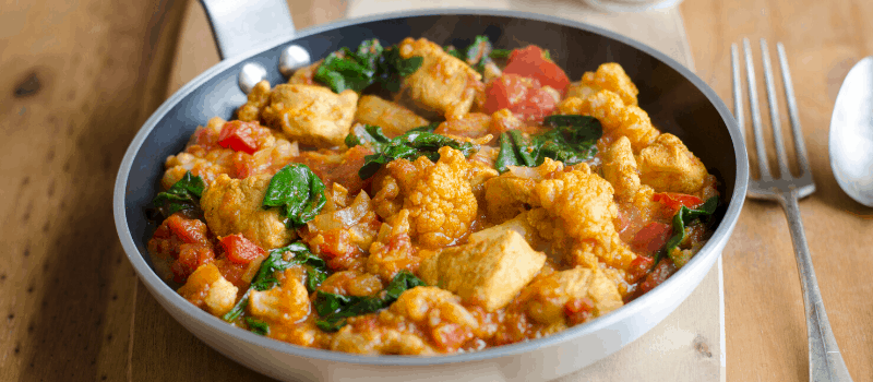 Gele curry met kip bloemkool en bloemkool rijst