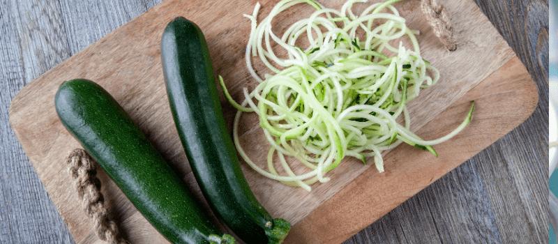 Courgette spaghetti koolhydraatarm maken