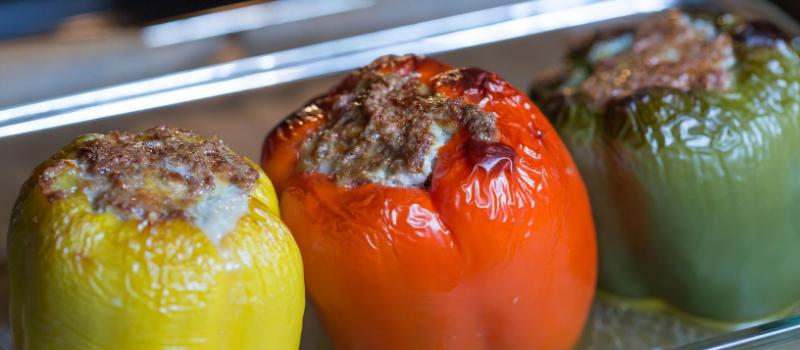 Gevulde paprika met mozzarella en gehakt