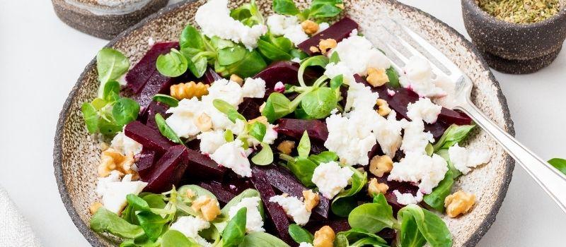 Rode bieten salade maken